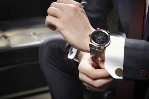 lg-watch-urbane-reka