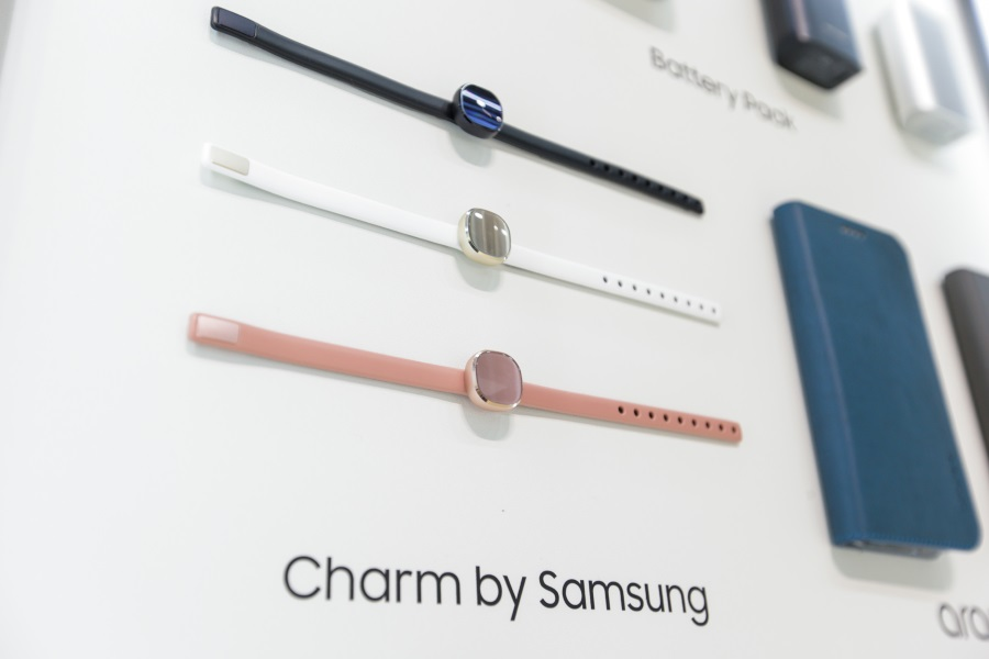 Samsung-Smart-Charm-Fashionable-Wearable-weboo-co